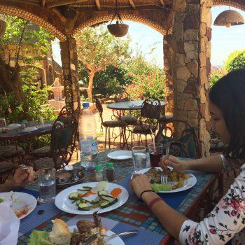 Malreise Senegal Mittag essen